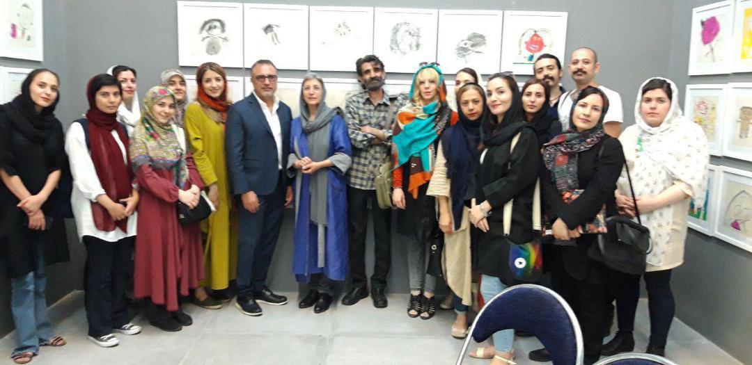 بازدیدهنرجویان اولین دورهی پرورش مربی هنرکودک دانشگاههنر ازنمایشگاه نقاشی های کودکان